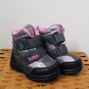 TOTES childerns size 5 snow boots